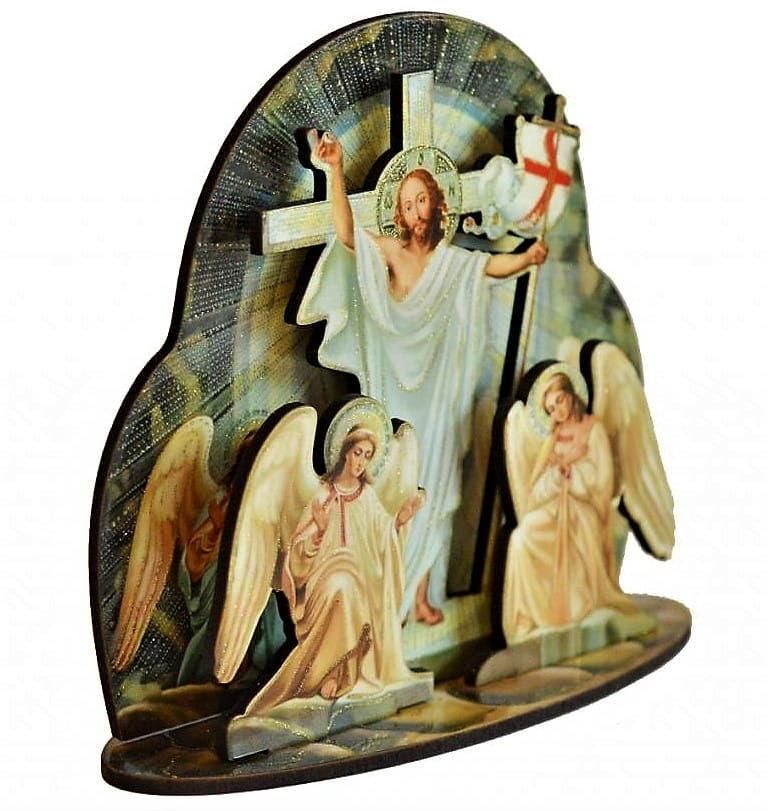 Drewniana figurka Zmartwychwstałego Chrystusa
